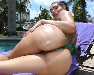 Kitty Catherine in Oiled up booty about to get wet - Curvy Cocking