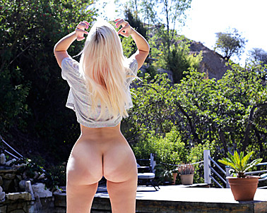 Alexa Grace Sn in White girl with the fattest ass  - Curvy Cocking